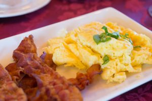 B&B Colorado Springs with a delicious breakfast of eggs and bacon