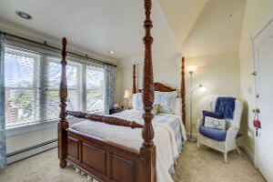 Perfect Colorado Springs Getaways - The Driftwood Suite