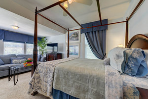 Places to Stay in Colorado Springs with Jacuzzi Suites