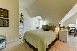 B&B Colorado Springs Lodging -The Magnolia Suite