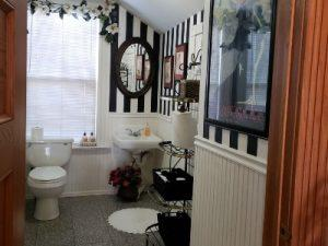 St' Mary's Bed & Breakfast - Common Area Restroom
